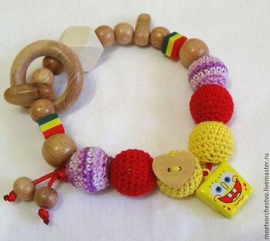 """Развивающие игрушки ручной работы. Ярмарка Мастеров - ручная работа. Купить Развивающая игрушка грызунок можжевеловая  с бубенчиком """"Губка боб"""". Handmade."""