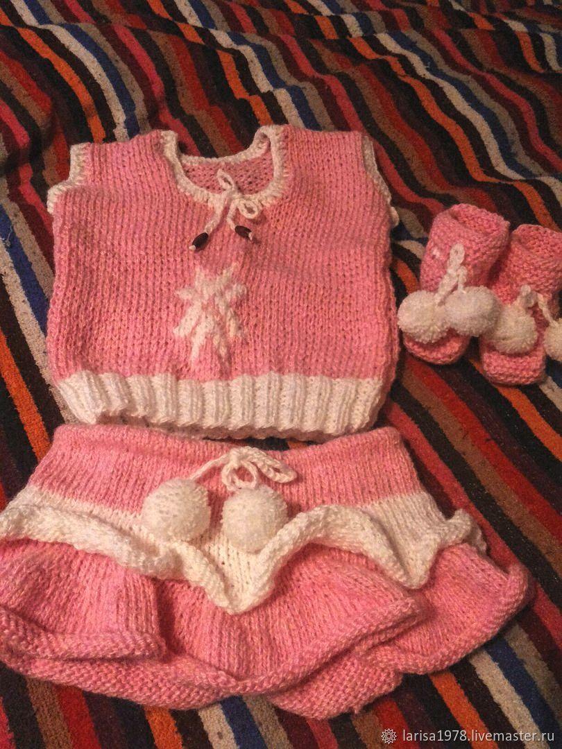 Комплект вязаный для девочки: топ, юбка и пинетки