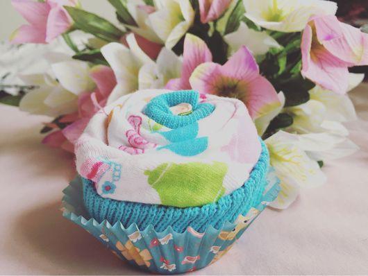 Подарки для новорожденных, ручной работы. Ярмарка Мастеров - ручная работа. Купить Пирожные из детской одежды. Handmade. Пирожное, подарок оригинальный