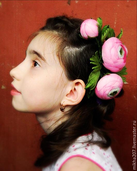 """Цветы ручной работы. Ярмарка Мастеров - ручная работа. Купить Веточка цветов """"Ранункулюсы с бутонами"""" и брошь и украшение для волос.. Handmade."""