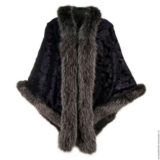 Пончо, куртки, варежки, платки и палантины из бархата с натуральным мехом.