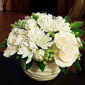 Цветы и флористика ручной работы. Ярмарка Мастеров - ручная работа Букет с розами ,кустовой хризантемой и смородиной из полимерной глины. Handmade.