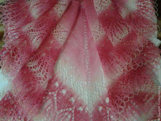 """Шали, палантины ручной работы. Ярмарка Мастеров - ручная работа. Купить Вязаная ажурная шаль """"Розовые грёзы"""" из пряжи Кауни, продана. Handmade."""