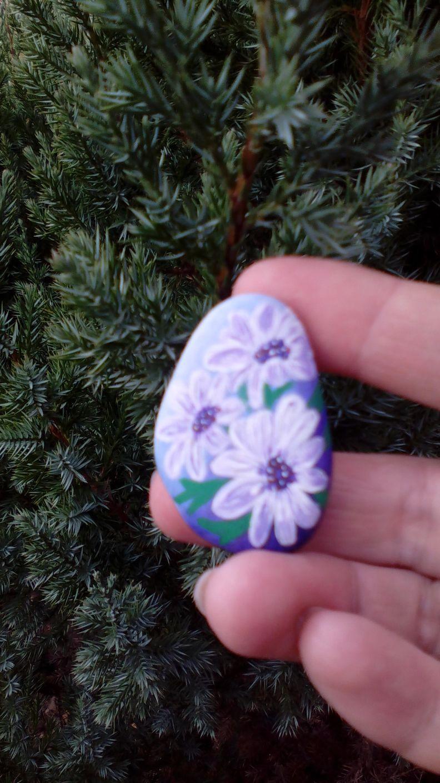 Цветок на камне
