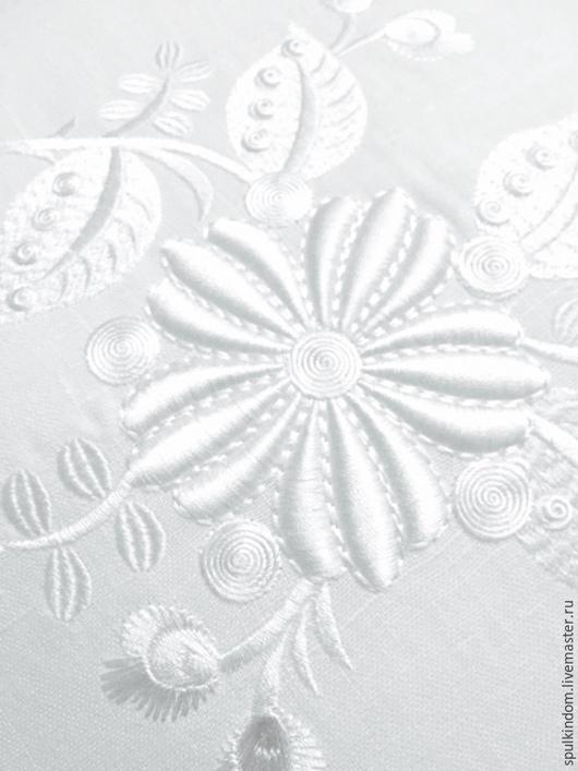 Подушка интерьерная с объемной  вышивкой `Живой цветок` (белым по белому)