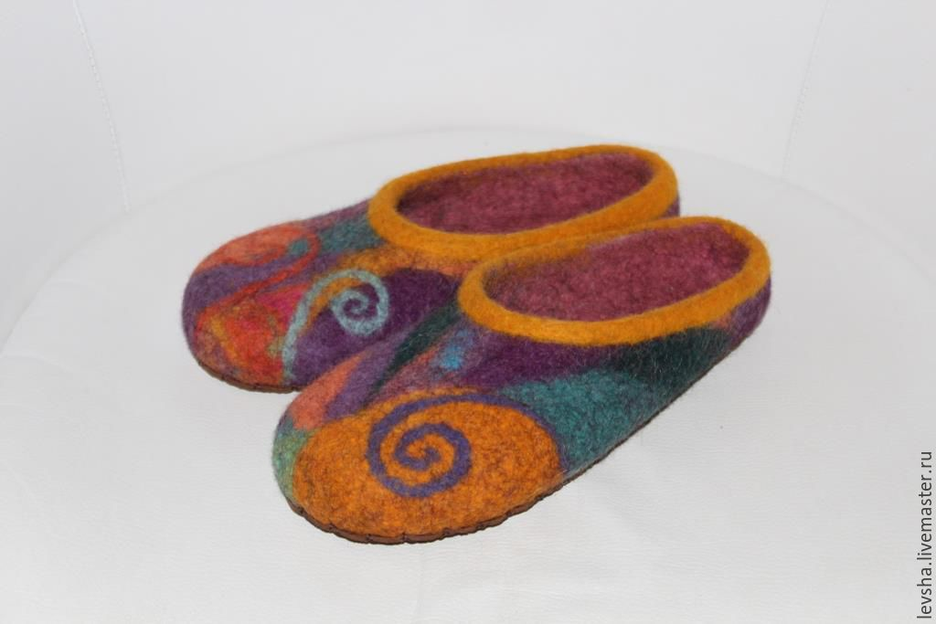 Felted Slippers. Slippers hand-made of sheep wool. Quality felted Slippers! Slippers lined with leather, but it is possible to make rubber soles. Slippers felted to order 3-4 days. Slippers.