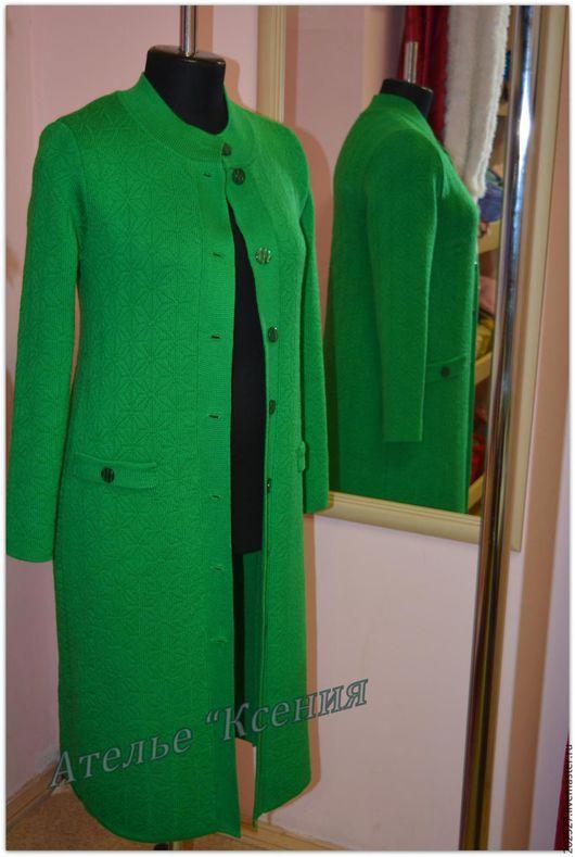 """Верхняя одежда ручной работы. Ярмарка Мастеров - ручная работа. Купить Пальто вязаное """"Весенняя свежесть"""". Handmade. Ярко-зелёный"""