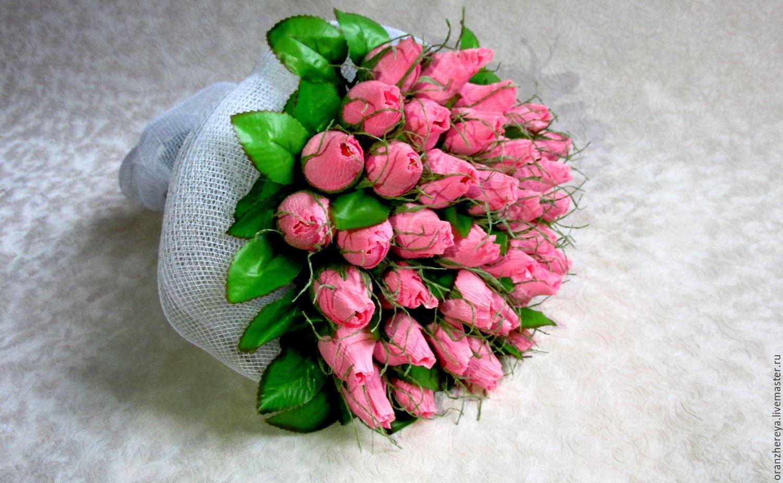 Быстрый букет из бутонов роз с конфетами, букет