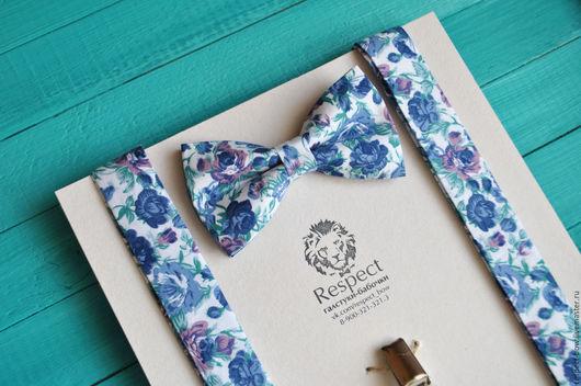 Комплекты аксессуаров ручной работы. Ярмарка Мастеров - ручная работа. Купить Белая галстук бабочка с синими цветочками в наборе с подтяжками купить. Handmade.