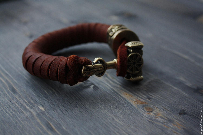 Мощный кожаный браслет с большим молотом тора