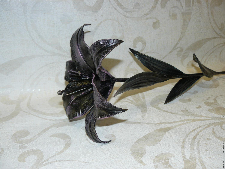 Кованная лилия подробно