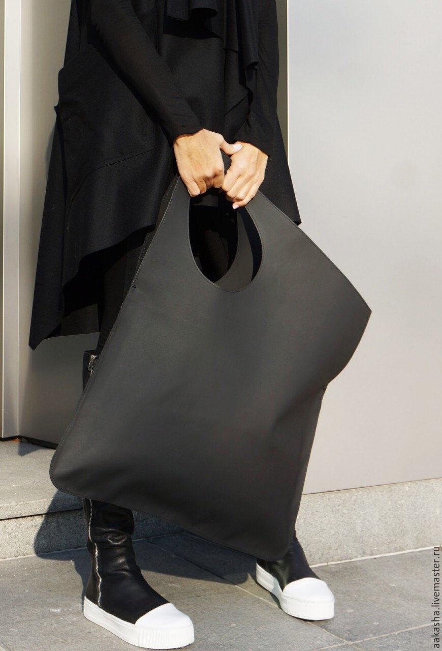 Матовая, черная сумка из натуральной  кожи. Дизайнерская сумка на каждый день. Сумка из кожи вместительная. Красивая и модная сумка.
