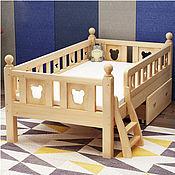 Кровати ручной работы. Ярмарка Мастеров - ручная работа Кровать со съемными бортиками Микки натуральное дерево. Handmade.