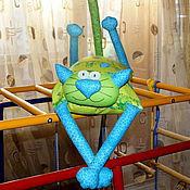 """Куклы и игрушки ручной работы. Ярмарка Мастеров - ручная работа Игрушка-подушка """"Радужный кот"""" веселые лягушки. Handmade."""
