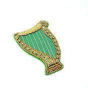Зеленая брошь из бисера Кельтская Арфа