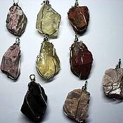 Подвески из натуральных необработанных камней.