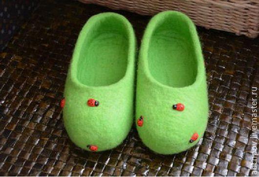 """Обувь ручной работы. Ярмарка Мастеров - ручная работа. Купить Тапочки-балетки по мотивам """"Божьи коровки"""" для малышки. Handmade. Тапочки"""