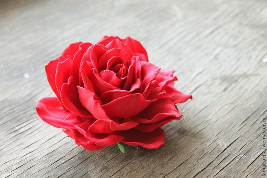 Заколки ручной работы. Ярмарка Мастеров - ручная работа. Купить Резинка для волос с розой из фоамирана. Handmade. Ярко-красный