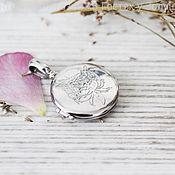 Круглый серебряный медальон Пион