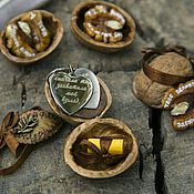 Украшения ручной работы. Ярмарка Мастеров - ручная работа Ядра чистый............Комплименты на орешках и кулон с гравировкой. Handmade.