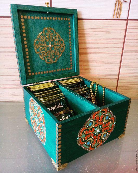 Чайная шкатулка Чайные вечера Выполнена в технике точечная роспись.  Для хранения чайных пакетиков, внутри два отделения.