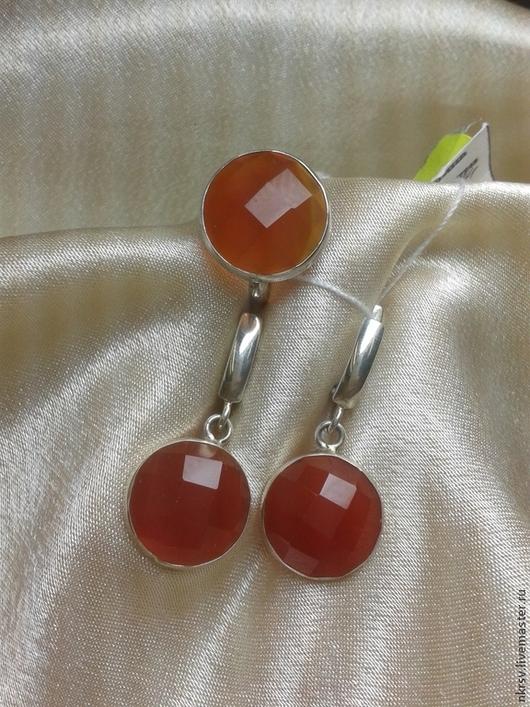 Комплект украшений в серебре с натуральным сердоликом (огранка).