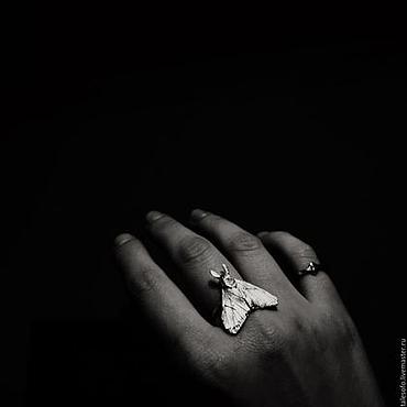 Украшения ручной работы. Ярмарка Мастеров - ручная работа Кольцо Мрачный Мотылек. Handmade.