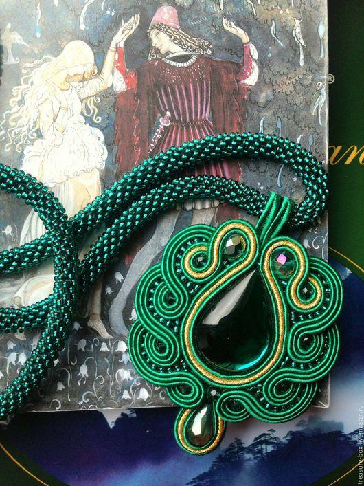 """Комплекты украшений ручной работы. Ярмарка Мастеров - ручная работа. Купить Кулон сутажный """"Изумрудный лес"""" на бисерном жгуте с браслетом. Handmade."""