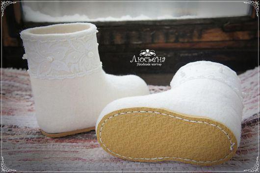 """Детская обувь ручной работы. Ярмарка Мастеров - ручная работа. Купить Валенки """"Белоснежка"""". Handmade. Белый, валенки с кружевом, подошва"""