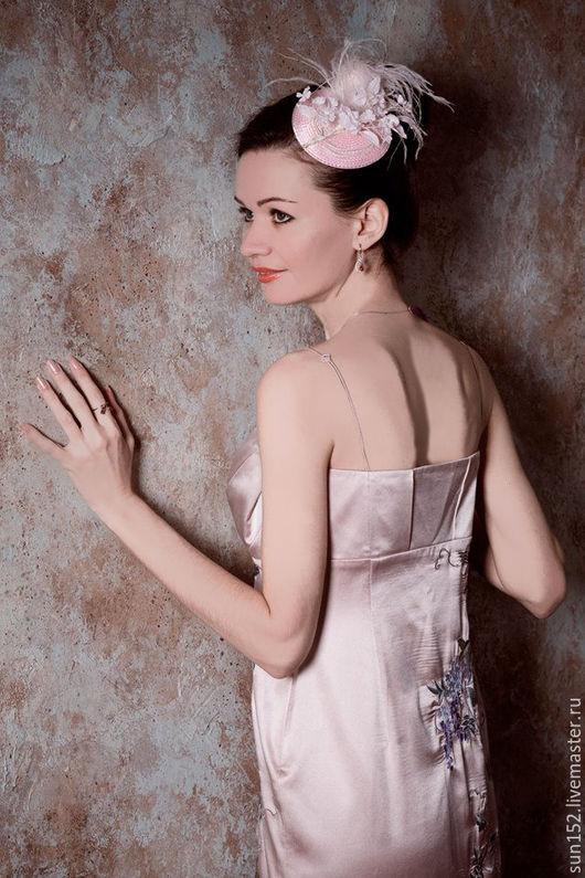 Украшение для волос `Розовая фантазия`.  Отлично подходит к наряду невесты. Цена - 3000 руб.