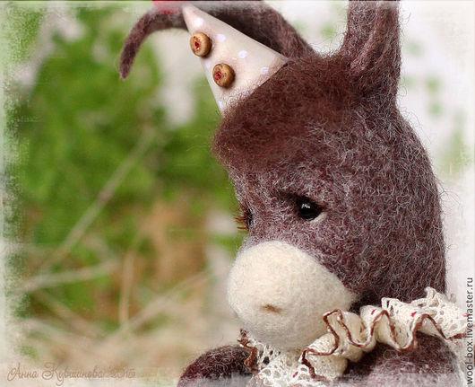 Маленький ослик. Ослик игрушка из шерсти