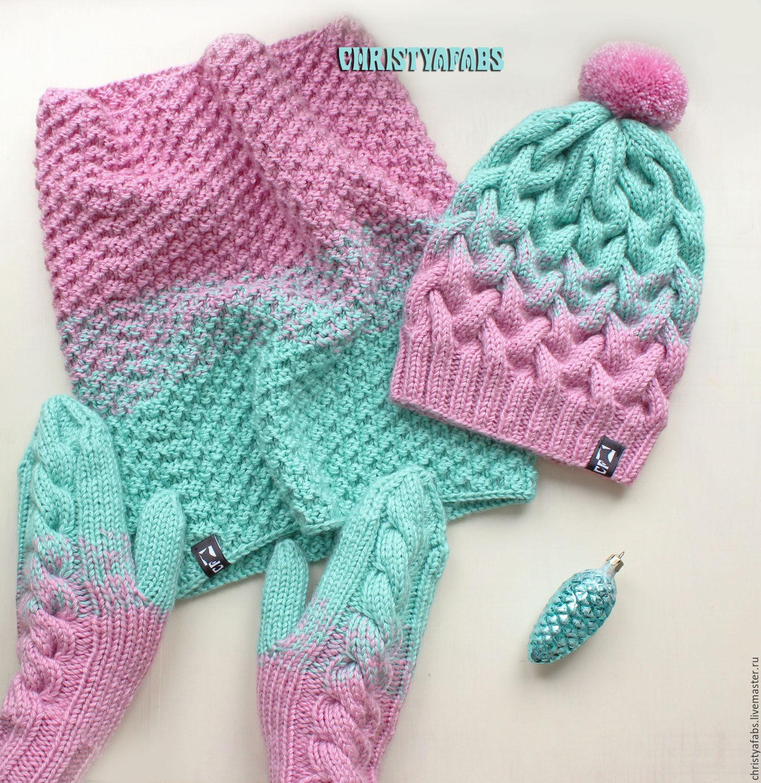 мятно розовый вязаный комплект с градиентом шапка снуд варежки
