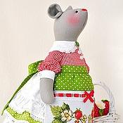 Куклы и игрушки ручной работы. Ярмарка Мастеров - ручная работа Клубничная Фрау. Текстильная игрушка мышка. Handmade.