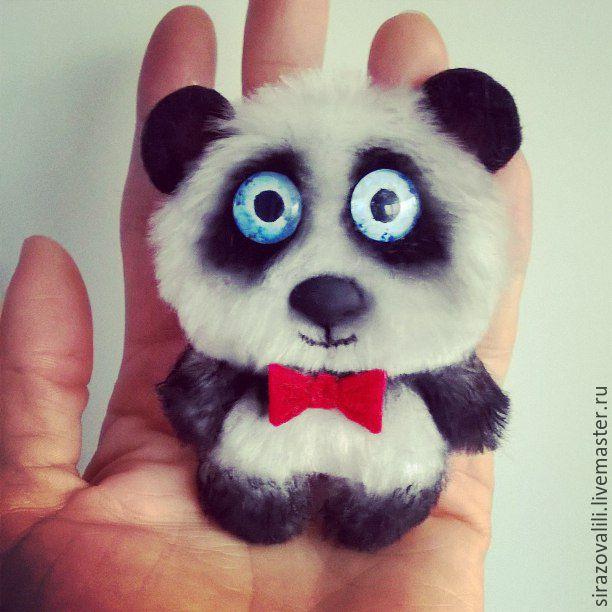 брошка панда