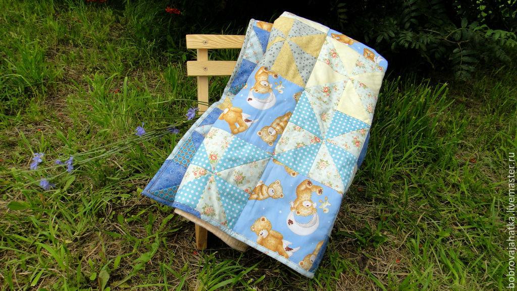 Пледы и одеяла ручной работы. Ярмарка Мастеров - ручная работа. Купить Детское лоскутное одеяло покрывало в кроватку и коляску Голубые мишки. Handmade.