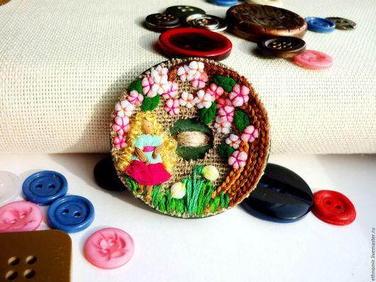текстильная брошь `Эльза в саду`