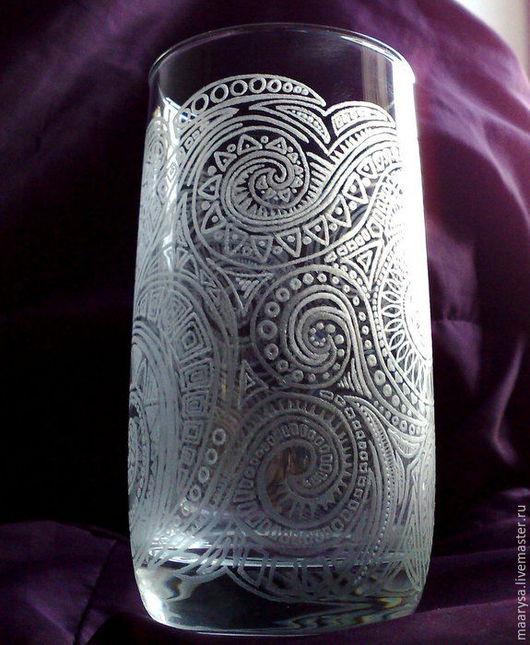 стакан расписанный с помощью ручной алмазной гравировки