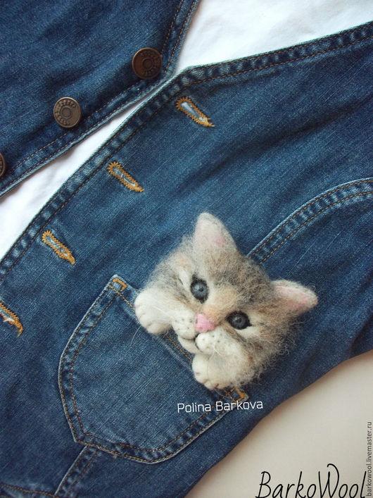 """Броши ручной работы. Ярмарка Мастеров - ручная работа. Купить Брошь """"Карманный котенок"""". Handmade. Кот, котик, кошечка, валяная"""