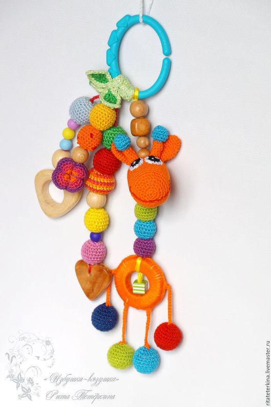 """Развивающие игрушки ручной работы. Ярмарка Мастеров - ручная работа. Купить слингоигрушка погремушка """"Жирафик"""". Handmade. Слингоигрушки вязаные, жирафик"""