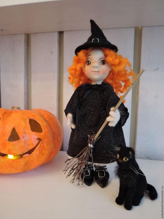 """Коллекционные куклы ручной работы. Ярмарка Мастеров - ручная работа. Купить валяная кукла серия """"Праздники"""" Маленькая ведьма Хэллуин. Handmade."""