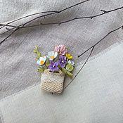 Брошь Корзиночка с полевыми цветами