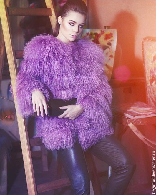 Лиловая шубка из ламы, 55 см рукав 3/4  Средний росшив  (Кошелек из натуральной кожи и штаны также нашего производства!)