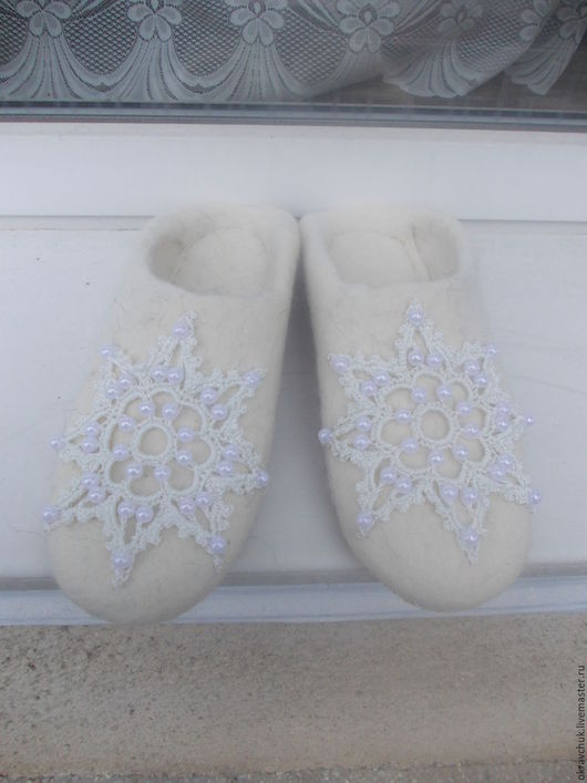 Обувь ручной работы. Ярмарка Мастеров - ручная работа. Купить Домашние тапочки. Handmade. Белый, тапочки валяные, валяная обувь