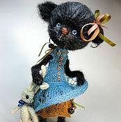 Куклы и игрушки ручной работы. Ярмарка Мастеров - ручная работа Игрушка вязаная Люси и любимый зай (РЕЗЕРВ). Handmade.