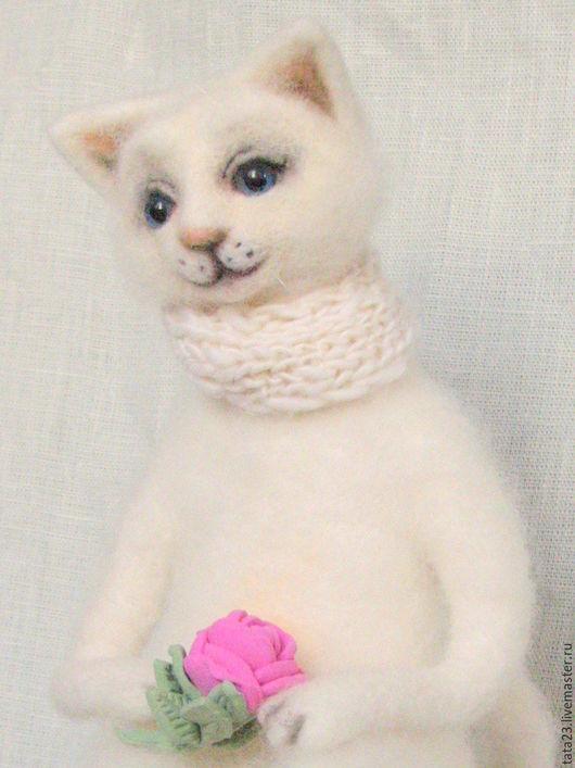 Игрушки животные, ручной работы. Ярмарка Мастеров - ручная работа. Купить Белый котик.Игрушка из шерсти.. Handmade. Белый