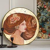 Картины ручной работы. Ярмарка Мастеров - ручная работа Круглая картина с поталью и цветами,  портрет девушки. Handmade.
