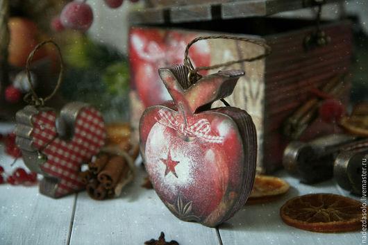 Новый год 2017 ручной работы. Ярмарка Мастеров - ручная работа. Купить Короб новогодний с игрушками Яблоки с корицей. Декупаж. Handmade.