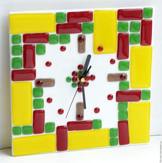 """Часы для дома ручной работы. Ярмарка Мастеров - ручная работа. Купить Часы """"Веселая мозаика"""". Фьюзинг.. Handmade. Комбинированный, подарок"""