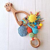 Куклы и игрушки ручной работы. Ярмарка Мастеров - ручная работа Буковый грызунок Жирафик с подвесками - погремушками из разных бусин. Handmade.