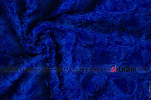 Р009 Ткань фактурная с 3D эффектом `Розы на сетке`. Цвет электрик.  Китай. Состав 100% п/э. Ширина 120 см. Диаметр розы 8-10 см.